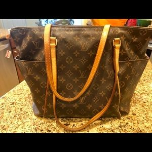 Authentic Louis Vuitton Totally MM Handbag